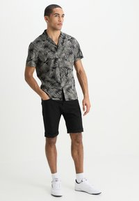 Carhartt WIP - SWELL WICHITA - Shorts - black rinsed - 1