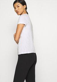 Calvin Klein Jeans - DISTORTED IRIDESCENT TEE - T-Shirt print - bright white - 4