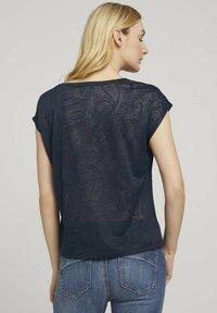 TOM TAILOR - MIT KNOTENDETAIL - T-shirt print - blue paisley design - 2