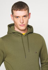 Tommy Hilfiger - BASIC FLAG HOODY - Sweat à capuche - green - 4