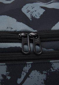 Nike Performance - DUFF UNISEX - Treningsbag - black/white - 6