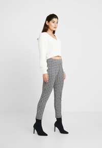 Miss Selfridge Petite - CHECK PONTE TROUSER - Trousers - multi
