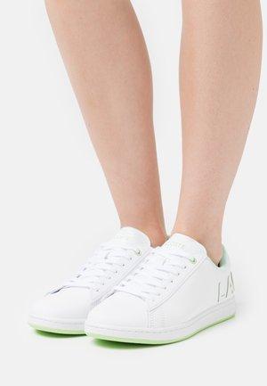 CARNABY EVO - Sneakers basse - white/light yellow