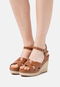 Divine Factory - Platform sandals - camel - 0