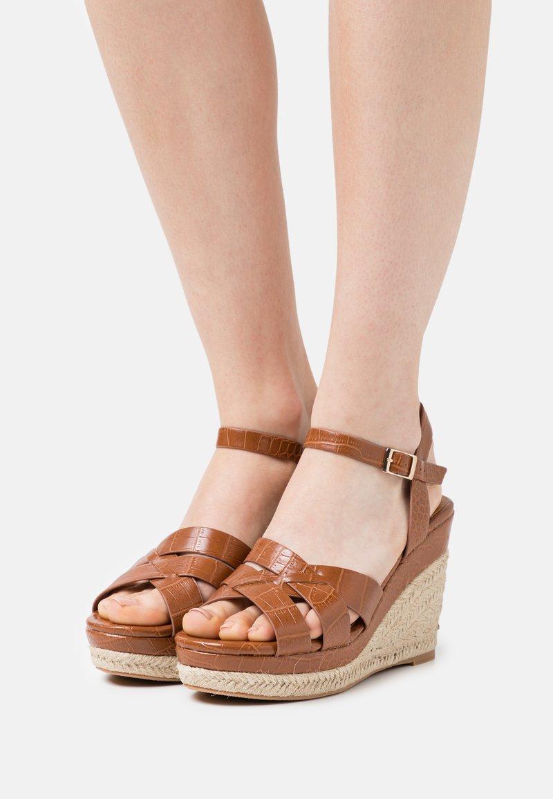 Divine Factory - Platform sandals - camel