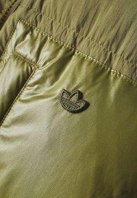 adidas Originals - PUFF LONG - Donsjas - focus olive - 6