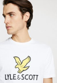 Lyle & Scott - LOGO - T-shirt con stampa - white - 3