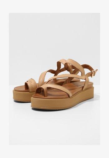 Sandalen met plateauzool - scissors scs