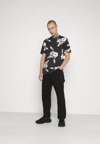 Religion - FLORAL TEE - T-shirt med print - wash black - 1