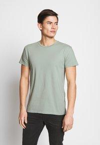 Samsøe Samsøe - KRONOS  - Basic T-shirt - frosty green - 0