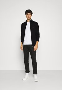 Tommy Hilfiger - CHUNKY ZIP THROUGH - Cardigan - black - 1