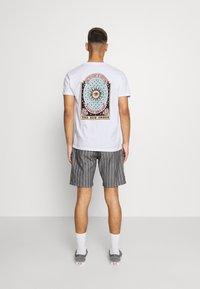 Kaotiko - UNISEX NEW ORDER - Print T-shirt - white - 0