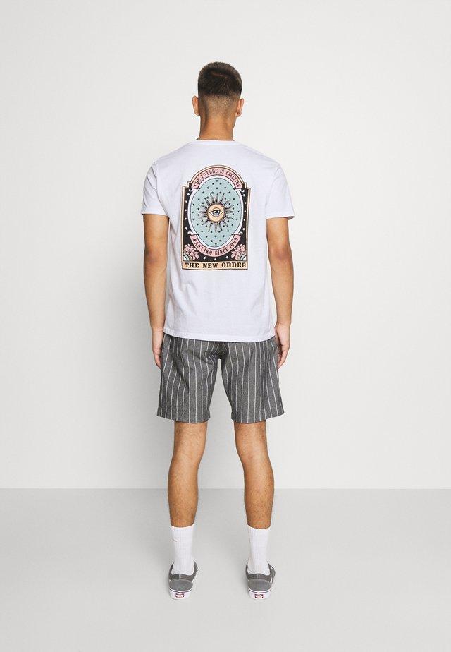 UNISEX NEW ORDER - Camiseta estampada - white