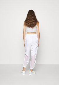 Nike Sportswear - Pantalones deportivos - white/volt - 2