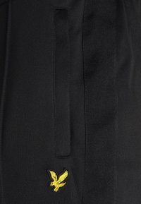 Lyle & Scott - TRACK PANT WITH TAPING - Träningsbyxor - jet black - 4