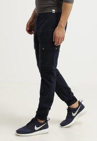 Pier One - Cargo trousers - dark blue - 2