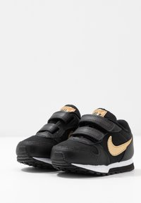 Nike Sportswear - RUNNER 2 - Trainers - black/metallic gold/white - 3