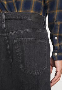 Weekday - SPACE STRAIGHT - Jeans bootcut - nova black - 5