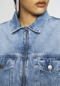Pepe Jeans - DUA LIPA x PEPE JEANS - Kurtka jeansowa - moonwash-denim - 5