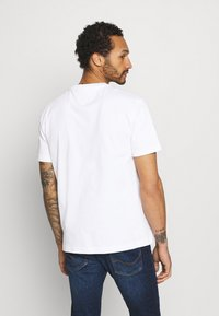 Tommy Jeans - TIMELESS TEE UNISEX - Print T-shirt - white - 2