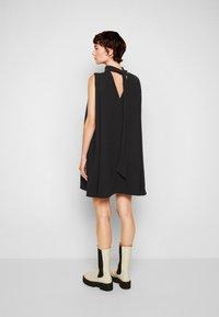 Victoria Victoria Beckham - SLEEVELESS MINI SHIFT DRESS - Sukienka koktajlowa - black - 3