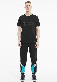 Puma - LOGO TEE - Print T-shirt - black - 1