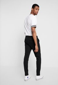 Only & Sons - ONSMARK PANT STRIPE - Pantalones - black - 2
