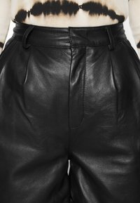 Deadwood - SUZY - Shorts - black - 4
