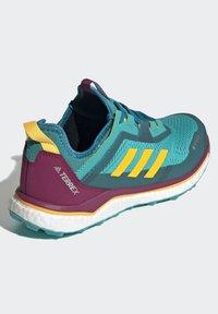 adidas Performance - TERREX AGRAVIC GORE-TEX BOOST TRAIL RUNNING - Løbesko trail - turquoise - 4