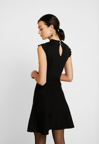 Forever New - BILLY FIT AND FLARE DRESS - Vestido de punto - black - 3