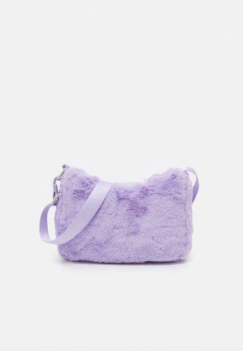 BAG BAUGETTE - Across body bag - light lilac