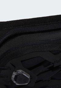 adidas Performance - RUN BOTTOMS BASICS BOTTLE BAG RUNNING - Riñonera - black - 5