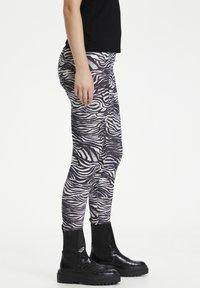 Culture - CUSEMIRA  - Leggings - Trousers - zebra - 2