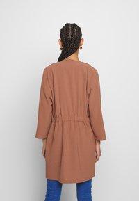 Pieces - PCKORNELIA  - Krátký kabát - copper brown - 2