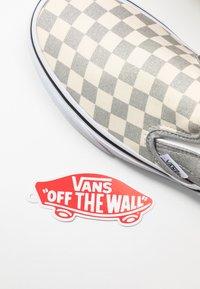 Vans - CLASSIC UNISEX - Slip-ons - silver/true white - 7