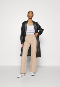 Monki - YOKO - Jean droit - beige medium dusty - 1
