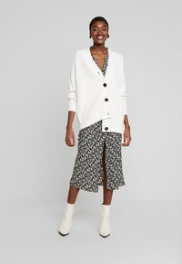 Selected Femme - SLFBAILEY BUTTON CARDIGAN - Gilet - snow white - 1