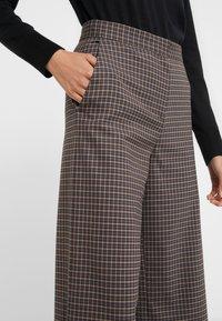House of Dagmar - ANTIONETTE - Spodnie materiałowe - multi check - 4