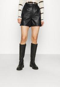 Deadwood - SUZY - Shorts - black - 0