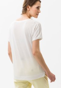 BRAX - STYLE CAELEN - Basic T-shirt - offwhite - 2