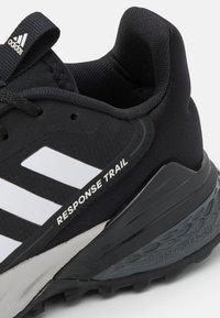 adidas Performance - RESPONSE TRAIL 2.0 - Löparskor terräng - core black/footwear white/grey six - 5