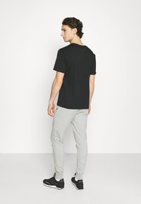 New Balance - ESSENTIAL STACK LOGO  - Tracksuit bottoms - athletic grey - 2