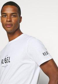 Redefined Rebel - RONAN TEE - Print T-shirt - white - 3