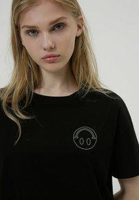HUGO - HUGO x Smiley® DACHELLE  - Print T-shirt - black - 2