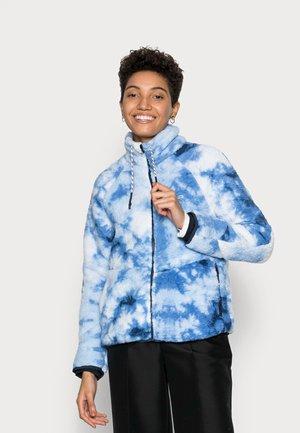 SHERPA JACKET - Fleecová bunda - blue tie dye