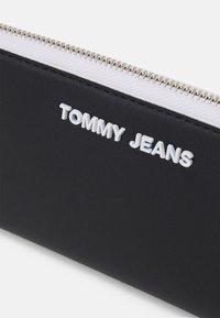 Tommy Jeans - ESSENTIAL - Wallet - black - 3