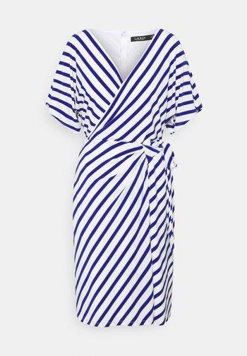 PRINTED MATTE DRESS - Denní šaty - col cream/sportin