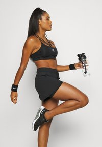 Nike Performance - kurze Sporthose - black/white - 3