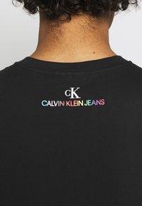 Calvin Klein Jeans - PRIDE GRAPHIC MUSCLE VEST UNISEX - Top - black - 4