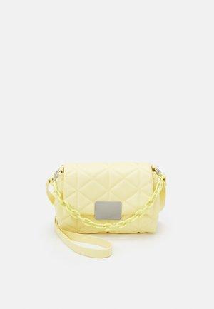 CROSSBODY BAG - Bandolera - yellow